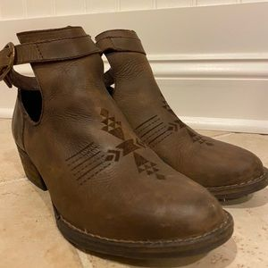 Sbicca brown leather ankle booties